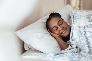 Puchowa kołdra gwarancją udanego snu zimą.