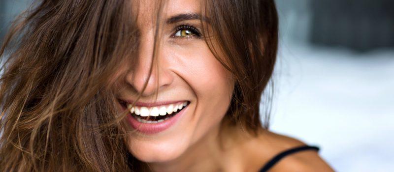 Przebarwienia na zębach są Twoim utrapieniem? Mamy dla Ciebie rozwiązanie!